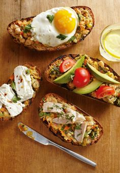 Want to spice up breakfast? This healthy breakfast bruschetta should do the trick Good Healthy Snacks, Healthy Eating, Healthy Recipes, Healthy Foods, Chickpea Spread Recipe, Main Dish Salads, Morning Food, Side Recipes, Us Foods