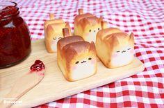 épinglé par ❃❀CM❁✿Mini Cat Bread from Korea Cat Bread, Bread Jam, Panda Bread, Cute Baking, Kawaii Dessert, Good Food, Yummy Food, Tasty, Cute Desserts