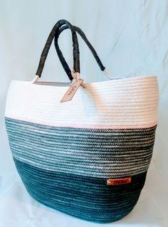 Rope Basket, Basket Bag, Basket Weaving, Diy Bag Designs, Crochet Bowl, Rope Crafts, Fabric Yarn, Leather Bags Handmade, Beautiful Bags