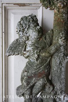 #22/194 Angel on Cross detail