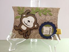 Gift card! I use the Cricut cartdrige create a criter and Sizzix die pillow Box of Tim Holtz