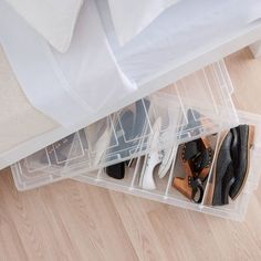 Easi Store 6 Shoe Underbed Box With Wheels - Howards Storage World Singapore // I wonder if my sneakers can fit in that tiny space. Hallway Storage, Small Bathroom Storage, Closet Storage, Kitchen Storage, Bag Storage, Storage Ideas, Storage Solutions, Underbed Box, Construction Paper Storage