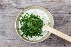Aceste condimente adaugate in iaurt topesc pana la in doar 7 zile! Health And Wellness, Health Fitness, Coriander Leaves, Parsley, Food Inspiration, Metabolism, Yogurt, Deserts, Healthy Recipes