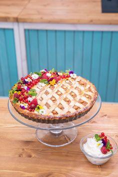 Maminčin jablečný linecký koláč — Peče celá země — Česká televize Dessert Recipes, Desserts, Pie, Sweets, Meals, Cookies, Baking, Tailgate Desserts, Torte