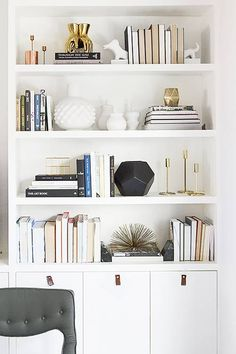 An expert shares her most accessible feng shui living room tips—and reveals the only colors she'd paint this oft-used space. shui decor living room 10 Feng Shui Living Room Tips to Bring the Good Vibes Home Living Room Shelves, Home Living Room, Living Room Decor, Bedroom Decor, Dining Room, Bedroom Colors, Room Kitchen, Dining Table, Feng Shui Bedroom