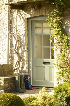 Fairytale luxury self-catering cottage in Fulbrook Oxon just a mile from Burford village in the Cotswolds. A cottage simply perfect in every way. Cottage Front Doors, Modern Cottage Style, Cottage Door, Luxury Cottage, Best Front Doors, Modern Cottage, Stone Cottage, Cottage Exterior, Cottage Style