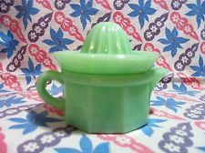 Jadeite Small 2 Piece Juicer with Reamer in Excellent Condition