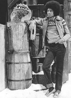ClassicPics (@History_Pics) tweeted at 6:11 PM on Thu, Dec 05, 2013: Michael Jackson and Oscar the Grouch, 1978