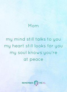Een moeder blijft dichtbij je | Een quote over het afscheid, het verdriet en het gemis na de dood van een geliefde. Vind meer inspiratie over de uitvaart en rouwen op http://www.rememberme.nl