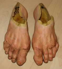 Funny pictures about Frodo's Feet Look Very Realistic. Oh, and cool pics about Frodo's Feet Look Very Realistic. Also, Frodo's Feet Look Very Realistic photos. Elijah Wood, Hobbit Feet, The Hobbit, Crazy Shoes, Me Too Shoes, Weird Shoes, Ugly Shoes, You Rock, Lord Of The Rings