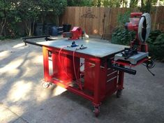 Awsome table with chop saw stand. WeldingWeb™ - Welding forum for pros and enthusiasts Welding Bench, Welding Cart, Welding Shop, Welding Tips, Metal Welding, Welding Ideas, Metal Projects, Welding Projects, Diy Projects