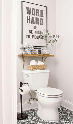 Minimalist modern farmhouse small bathroom decor ideas 9