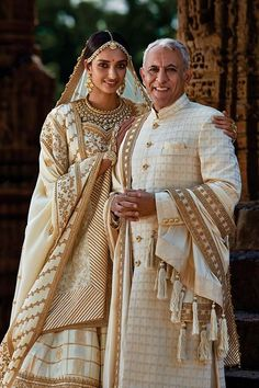 Father Daughter Wedding, Father Daughter Photos, Father Of The Bride, Indian Wedding Poses, Indian Wedding Photography Poses, Marriage Poses, Dad Outfit, Bridal Elegance, Indian Bridal Fashion