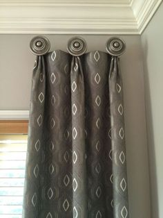 30 Best Curtain Ideas Images For 2019 Whether you're looking for elegant draperies, covered valances, or a simple swath of fabric, we have window treatment ideas Diy Bay Window Curtains, Cool Curtains, Burlap Curtains, Window Seats, Window Valences, Blinds Curtains, Diy Blinds, Pelmets, Living Room Decor Curtains