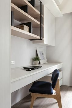 22 Contemporary Home Office Design Ideas For a Trendy Working Space Small Space Interior Design, Office Interior Design, Office Interiors, Interior Design Living Room, Home Office Layouts, Home Office Space, Home Office Furniture, Desk Space, Pipe Furniture