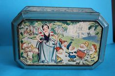 Other Vintage Disneyana Vintage Tins, Vintage Metal, Vintage Antiques, Disney Toys, Disney Cartoons, Tin Lunch Boxes, Snow White Disney, Tea Tins, Vintage Games