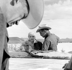 """Marilyn Monroe with Clark Gable and director John Huston on the set of """"The Misfits"""", 1960."""