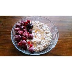 Bom dia  O pequeno-almoço é: papas de aveia com frutos vermelhos e xarope d'ouro da @mws.pt. #MyWheyStore www.mws.pt #dieta #diet #womenshealthportugal #yum #fitness #fitfam #fitgirl #weightloss #emagrecer  #serfit #adietadamel_ #perderpeso #exercise #workout #motivation #progress #comidadobem #comerlimpo #eatclean #progress #healthy #healthylifestyle #topbodychallenge #porumnatalmaisfit ( # @dietadamel)