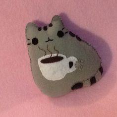 "23 curtidas, 1 comentários - Mayrani Ocotero (@mayranio) no Instagram: ""A cup of coffee, please. #pusheen #coffee #drink #manualidades #fieltro #felt #craft #gato #cat…"""