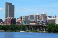Albany north of New York City, Albany sits on the west bank of the Hudson River, about 10 miles (16 km) south of its confluence with the Mohawk River. The population of the city was 97,856 at the time of the 2010 census.