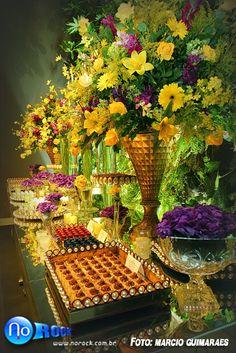 Vem ver que lindo o ambiente dos doces montado pela Ideias de Evento no 2o Encontro de Noivas do PoB! Luxo, requinte e sofisticação nas cores amarelo e roxo