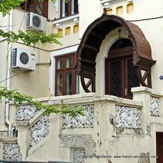 Aug 2010 – Page 2 – Valentin Mandache, architectural historian Revival Architecture, Bucharest, Back In Time, Historic Homes, Historian, Stairways, Beautiful Homes, Exterior, Classic