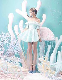 不思議の国のアリスをイメージしたコーディネートをまとめました!アリス風ファッションは自己流で可愛く作れちゃう!参考になるアリス風コーデを見てみよう!