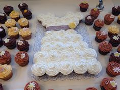 Love this cake for bridal shower