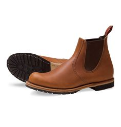 The 6-Inch 2922 slips on easily, featuring premium Oro-Iginal leather, a Roccia outsole and Goodyear welt construction.