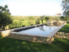 Un beau bassin hors sol qui fait la part belle à son environnement tout en nature. Réalisée par MARINAL www.piscines-mari...