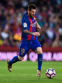 Lionel Messi of FC Barcelona runs with the ball during the La Liga match between Barcelona and Eibar at Camp Nou on 21 May, 2017 in Barcelona, Catalonia.