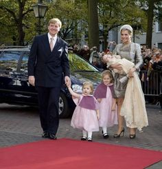 Prins Willem-Alexander en prinses Maxima met hun dochters Alexia en Catharina Amalia arriveren bij de Kloosterkerk in Den Haag. voor de doop van de jongste dochter Ariane, 2007