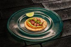 Taco de atún rojo de almadraba, salsa de chile serrano y limón verde de Roberto Ruíz   Gastronomía & Cía