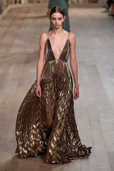 Christian Dior Couture, Dior Haute Couture, Couture Fashion, Runway Fashion, Fashion News, Spring Fashion, High Fashion, Fashion Beauty, Autumn Fashion
