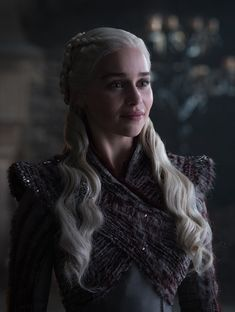 Game Of Thrones' Kit Harington and Emilia Clarke back in character Game Of Thrones Summary, Game Of Thrones Saison, Arte Game Of Thrones, Game Of Thrones Facts, Game Of Thrones Funny, Game Of Thrones Characters, Game Of Thrones Screencaps, Game Of Thrones Queen, Game Thrones