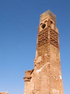 Belchite Viejo. Zaragoza. Torre mudejar del reloj. Siglo XV. El reloj se colocó en el siglo XVIII