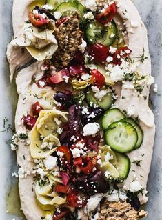 Make this healthy and colorful seven layer hummus dip in just 15 minutes Mediterranean inspired perfect for summer evenings on the patio or a quick party appetizer Gluten-free appetizerrecipes Appetizer Dips, Healthy Appetizers, Appetizers For Party, Healthy Snacks, Healthy Hummus, Greek Appetizers, Gluten Free Recipes Easy Appetizers, Easy Summer Appetizers, Make Ahead Appetizers