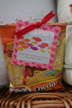 I m so glad you re in my school The original link for this does not work lantto… - Crafts Valentine Treats, Valentines Day Party, Valentine Day Love, Valentines For Kids, Valentines Recipes, School Treats, School Gifts, Projects For Kids, Crafts For Kids