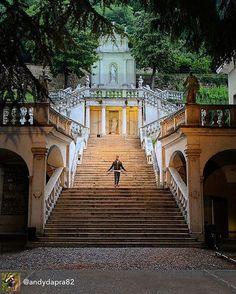 #report @andydapra82  #buonpomeriggio da questo posto nascosto  . . . Chiostro teatro S Chiara #bresciatoday#amazingbrescia#movingculturebrescia#unibsdays__#palace#flightofsteps#statues#me#vivobrescia#toplombardiafoto#top_lombardia_photo#italia360gradi#chiostro#bresciacity#bresciadagirare#bresciabeautifulcity#bresciacentrostorico#amazing#earlybrescia#instabrescia#volgo_brescia#lombardia_reporter