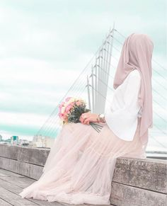 Muslim Couple Photography, Girl Photography Poses, Hijabi Girl, Girl Hijab, Beautiful Hijab, Beautiful Girl Image, Niqab, Photos Islamiques, Islamic Girl Pic
