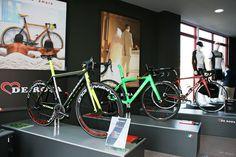 """Tienda de bicicletas """"De Rosa"""""""