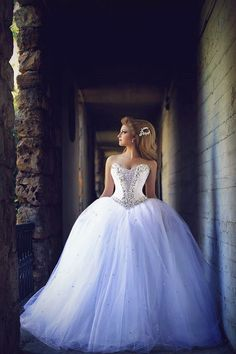 Sweetheart Crystal Tulle Ball Gown Wedding Dresses Lace-up Custom Made Princess Bridal Dresses with Crystals.
