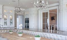 Elegant kök passande en herrgård eller en stor stadsvåning.