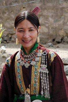 Leh geleneksel kostüm Ladakhi kadın, Ladakh, Kuzey Hindistan, Himalaya, Asya