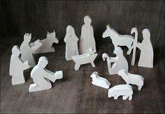 Sie erhalten mit Ihrer Bestellung das Komplettset: *Krippenfiguren aus Holz, 13 Stück*: Maria und Josef Krippe Esel Ochse 3 Schafe 2 Hirten 3 Könige Das Holz ist naturbelassen und schön...