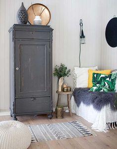 Hoy despedimos la semana con una casa PRECIOSA en serio es una casa de las que hacía tiempo que no veía, con el blanco y el gris como colores protagonistas pero con toques hogareños, ideas para decora