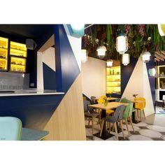 Superbe réalisation à l'hôtel SLEEPN Atocha à Madrid avec les chaises Diago…