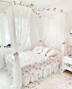- Architecture and Home Decor - Bedroom - Bathroom - Kitchen And Living Room Interior Design Decorating Ideas - Bedroom Decor For Teen Girls, Small Room Bedroom, Home Decor Bedroom, Magical Bedroom, Bedroom Wall, Shabby Chic Bedrooms, Decoration Table, Dream Rooms, Girl Room