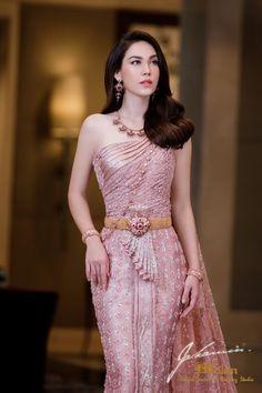 Cambodian Wedding Dress, Thai Wedding Dress, Fancy Wedding Dresses, Myanmar Traditional Dress, Thai Traditional Dress, Traditional Outfits, Batik Dress, Saree Dress, Thailand Fashion