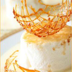 How to make spun sugar decorations recipes - sweets украшени Homemade Desserts, Köstliche Desserts, Delicious Desserts, Dessert Recipes, Health Desserts, Cake Decorating Techniques, Cake Decorating Tips, Custard Cream Recipe, Carmel Recipe